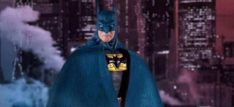La figurine Batman Supreme Knight Batman Blue One:12 en pré-commande!